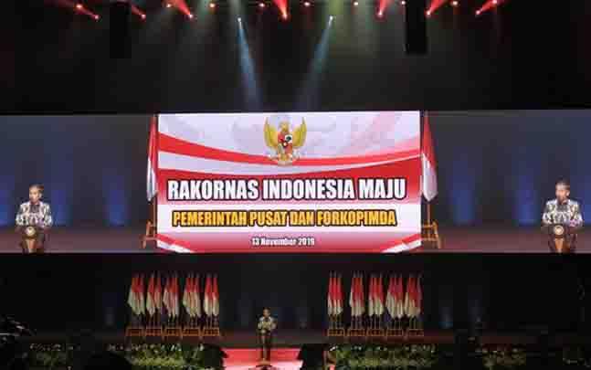 Presiden Jokowi saat memberi arahan dalam Rapat Koordinasi Nasional (Rakornas) Indonesia Maju Pemerintah Pusat dan Forkopimda. (foto : tempo.co)