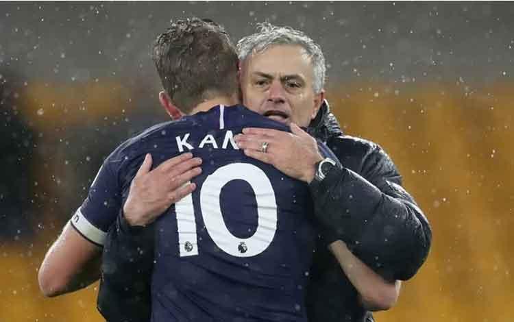 Jose Mourinho dan Harry Kane . ANTARA/Reuters/Carl Recine