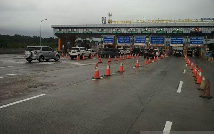Gerbang Tol Cikampek. (Foto: Pradita Kurniawan Syah).