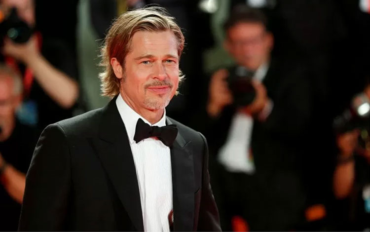 Aktor Brad Pitt di karpet merah perhelatan The 76th Venice Film Festival pada 29 Agustus 2019. (REUTERS/YARA NARDI)