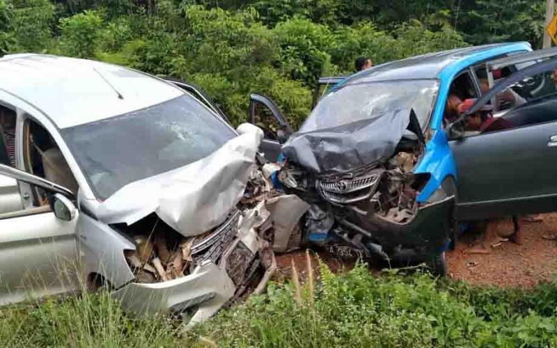 Kecelakaan dua mobil di Desa Pelantaran, Kecamatan Cempaga Hulu, Senin, 6 Januari 2020 sore.