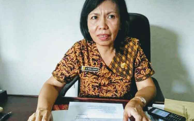 Kepala Dinas Kesehatan Gunung Mas, Maria Efianti