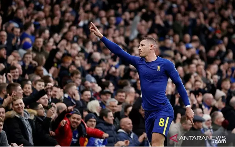 Gelandang Chelsea Ross Barkley merayakan golnya ke gawang Nottingham Forest dalam laga putaran ketiga Piala FA di Stadion Stamford Bridge, London, Inggris, Minggu (5/1/2020). (ANTARA/REUTERS/John Sibley)
