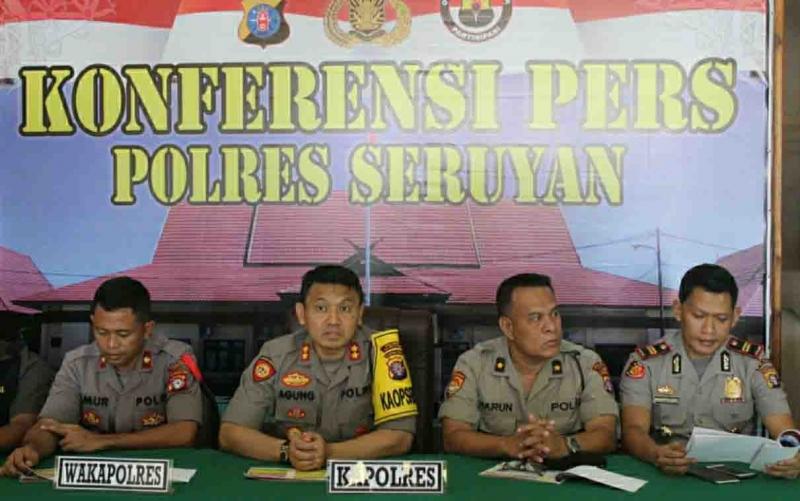 Kapolres Seruyan, AKBP Agung Tri Widiantoro (dua dari kiri) dalam sebuah kegiatannya.