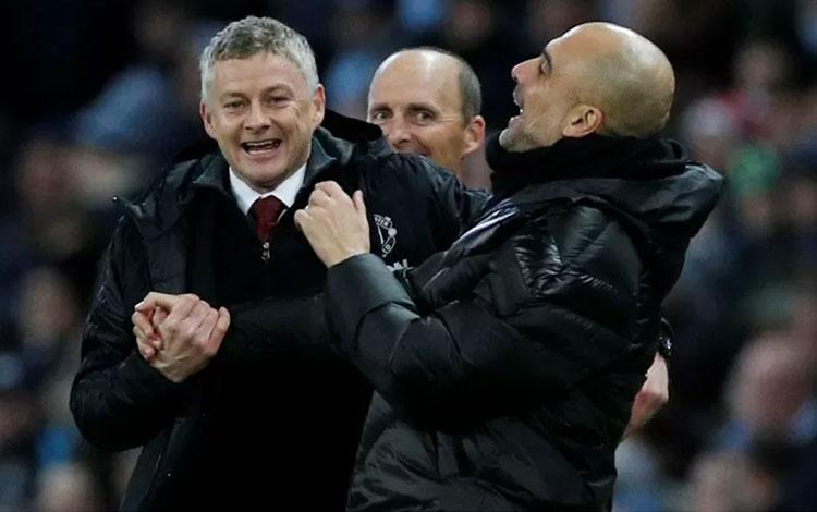 Manajer Manchester City Pep Guardiola (kanan) akan bertemu kembali dengan manajer Manchester United Ole Gunnar Solskjaer (kanan) dalam derbi Manchester yang kali ini terjadi pada semifinal Piala Liga yang leg pertama dilangsungkan di Old Trafford, Rabu di