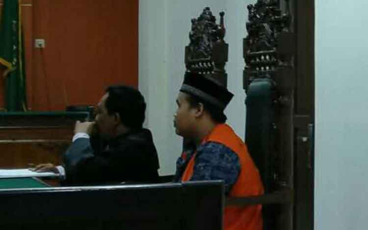 Isna Ismaul Husna terdakwa kasus sabu saat sidang di pengadilan
