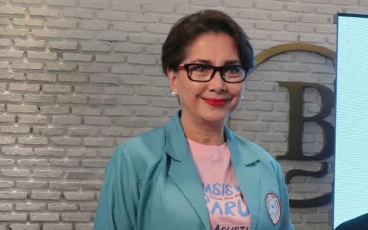 Aktris senior Widyawati saat ditemui dalam acara peluncuran trailer dan poster film Mahasiswi Baru, di Jakarta, Senin (8/7/2019). (ANTARA/Yogi Rachman)