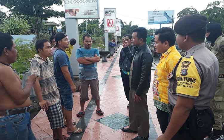 Pedagang buah durian di Bundaran Pancasila enggan direlokasi, Kamis, 9 Januari 2020
