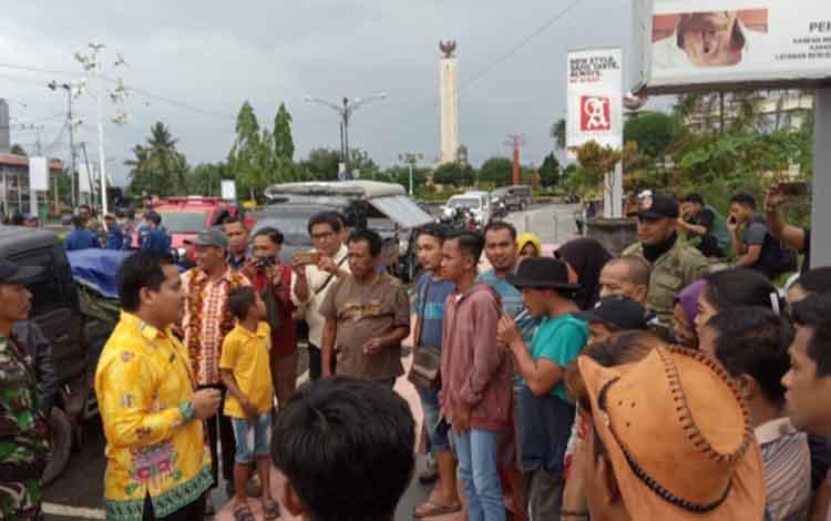 Pertemuan para pedagang durian bersama Lurah Madurejo dan Satpol PP Kobar terkait relokasi seluruh p