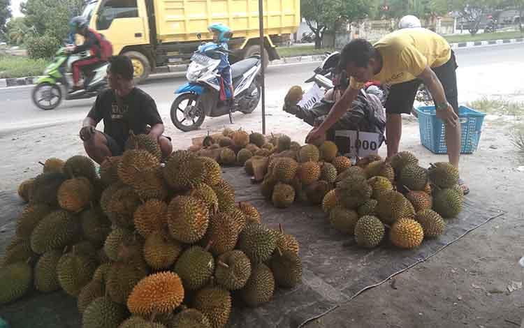 Durian Kasongan banyak dijual di Kota Palangka Raya