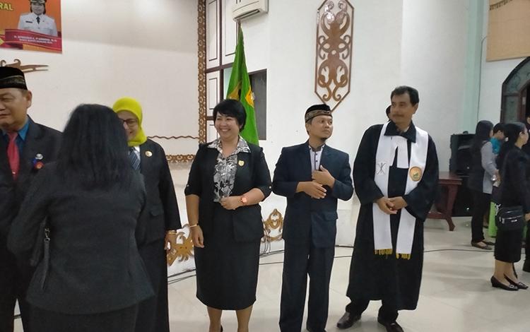 Anggota DPRD Gunung Mas saat menghadiri dan bersamaan dengan penjabat yang baru dilantik di GPU Damang Batu