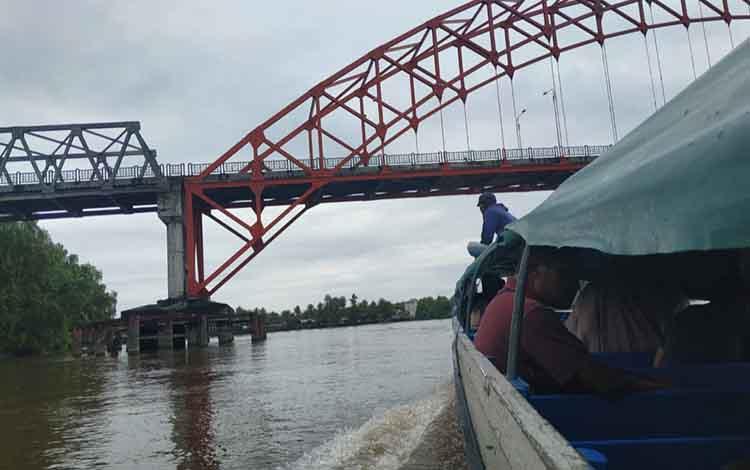 Angkutan long boat hingga saat ini, masih menjadi sarana transportasi warga menuju beberapa kecamatan di Seruyan