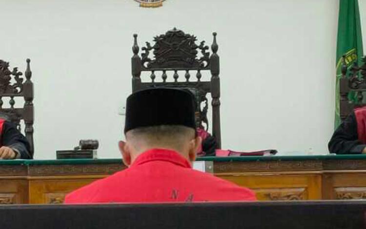 Suriansyah terdakwa kasus kecelakaan lalu lintas saat menjalani sidang di Pengadilan Negeri Sampit