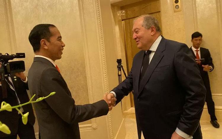 Presiden Jokowi pertemuan bilateral dengan Presiden Armenia Armen Sarkissian di Emirates Palace Abu Dhabi, Senin pagi sekitar pukul 09.00 waktu setempat (13/1/2020) (ANTARA/Hanni Sofia)