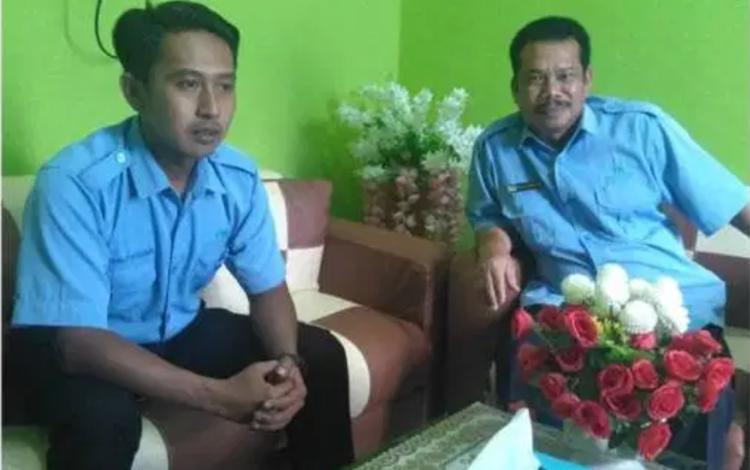 direktur PDAM Kabupaten Gunung Mas Guntur J Ruben (Kanan) mengatakan Tahun 2019Pelanggan PDAM di G