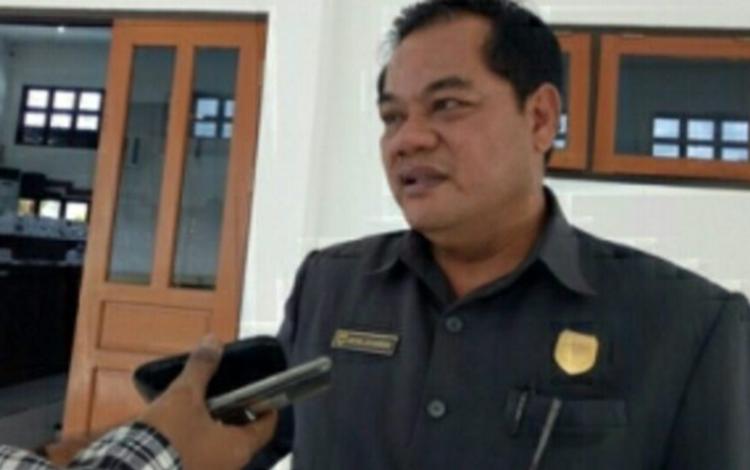 Anggota DPRD Gunung Mas, Untung J Bangas meminta pelaku UMKM di derah setempat dapat mengembangkan kreativitas.