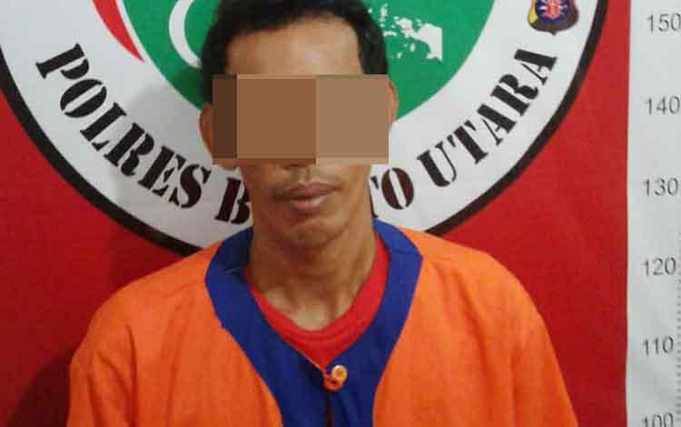 Aldi alias Aal saat diamankan di Polres Barito Utara beserta barabg bukti sabu dan alat hisap