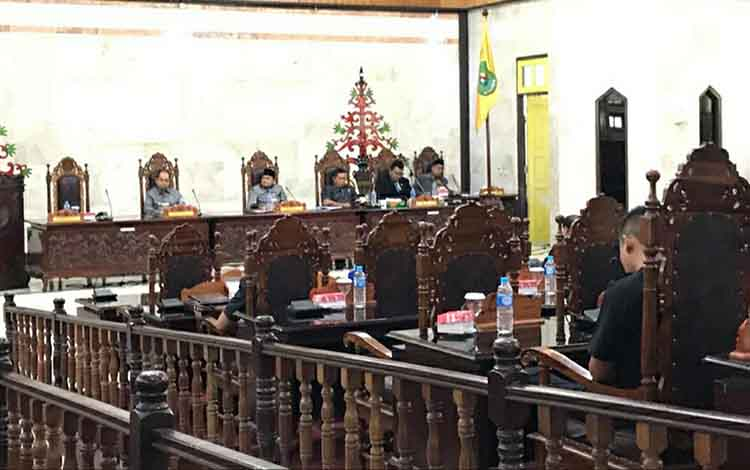 Suasana saat DPRD Kapuas menggelar rapat paripurna persiapkan pembentukan 11 buah Raperda pada Selasa, 14 Januari 2020.