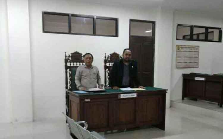 Bambang Nugroho dan Agung Adisetiyono, kuasa hukum penggugat PT BSP saat hadir dalam persidangan. Namun pihak perusahaan tidak hadir sehingga sidang ditunda.