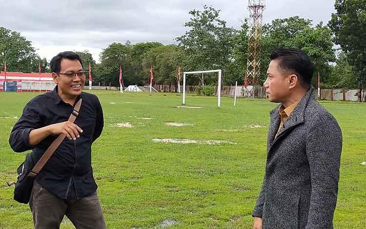 Bupati Kotim Supian Hadi saat melihat kondisi Stadion 29 November Sampit, rencananya renovasi akan dilakukan guna persiapan Porprov Kalteng 2022 mendatang, Selasa, 14 Januari 2020.
