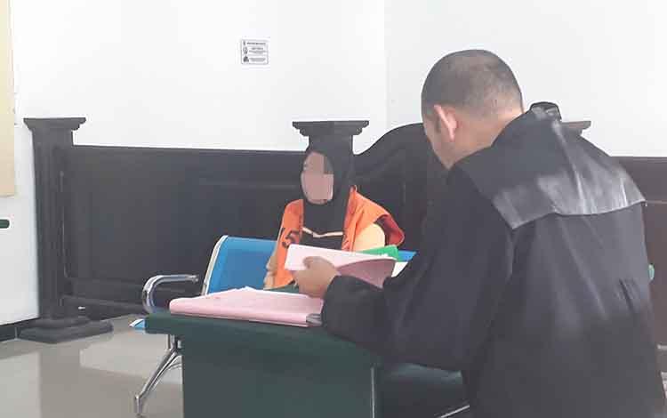 Terdakwa seorang perempuan bernama Arliah dalam kasus pembakaran lahan dituntut 1 tahun penjara di Pengadilan Negeri Pangkalan Bun, Rabu, 15 Januari 2020