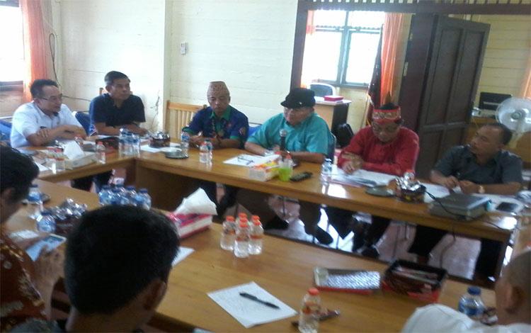 Suasana rapat pembahasan percepatan realisasi program Dayak Bahadat, Rabu 15 Januari 2020