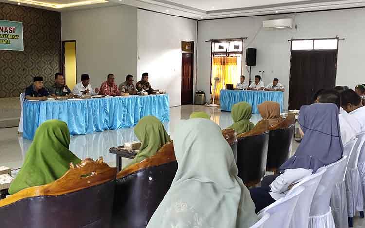 Pelaksanaan rapat koordinasi penanggulangan penyakit masyarakat di Gedung Gawi Barinjam.