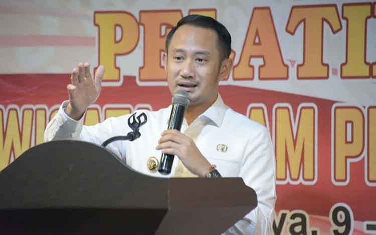 Wali Kota Palangka Raya, Fairid Naparin meminta para pelaku usaha memperhatikan tanggung jawab sosial kepada masyarakat sekitar