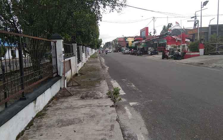 Kondisi Jalan Kinibalu tidak terlihat ada mobil yang parkir setelah Dinas Perhubungan Kota Palangka Raya melakukan penertiban tadi pagi
