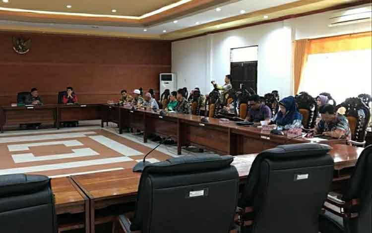 Kalangan DPRD Hulu Sungai Utara kunjungi DPRD Kapuas, Kamis, 16 Januari 2020