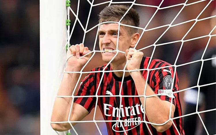 Krzysztof Piatek menjadi bintang lapangan saat AC Milan menang mudah 3-0 atas tim gurem SPAL dalam P