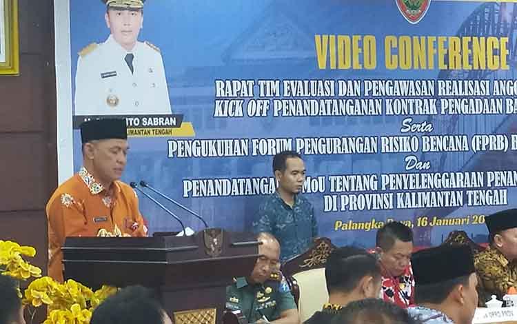 Sekda Kalteng Fahrizal Fitri saat menjabarkan realisasi belanja APBD dalam kegiatan kegiatan Rakor Kesiapsiagaan dan Pencegahan Bantingsor dan Karhutla