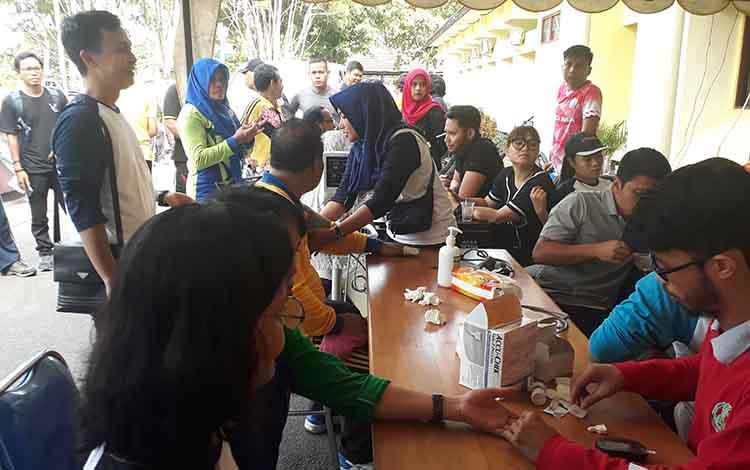 ASN Kobar mendapat pengecekan kesehatan gratis seusai senam bersama, Jumat, 17 Januari 2020.