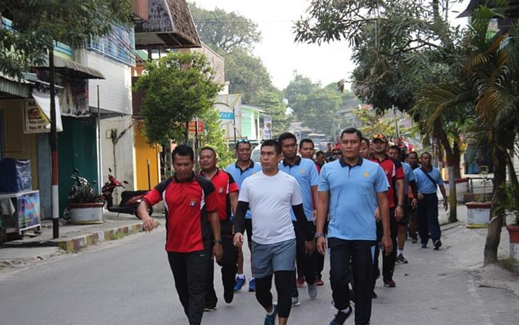 Olahraga bersama Polres Kobar dan TNI, Jumat, 17 Januari 2020.