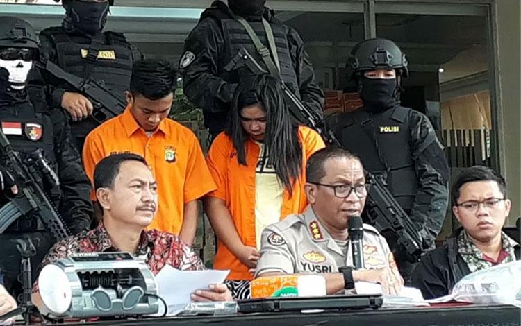Polda Metro Jaya membekuk sepasang suami istri lantaran aksinya menggondol lebih 100 unit sepeda motor dalam kurun waktu kurang dari satu tahun. ANTARA/Fianda Rassat