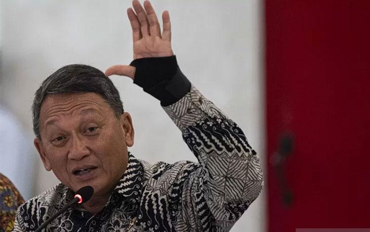 Menteri ESDM Arifin Tasrif menyampaikan capaian kinerja 2019 dan program 2020 di Kantor Kementerian ESDM, Jakarta, Kamis (9/1/2020). ANTARA FOTO/Sigid Kurniawan/aww. (ANTARA FOTO/SIGID KURNIAWAN)