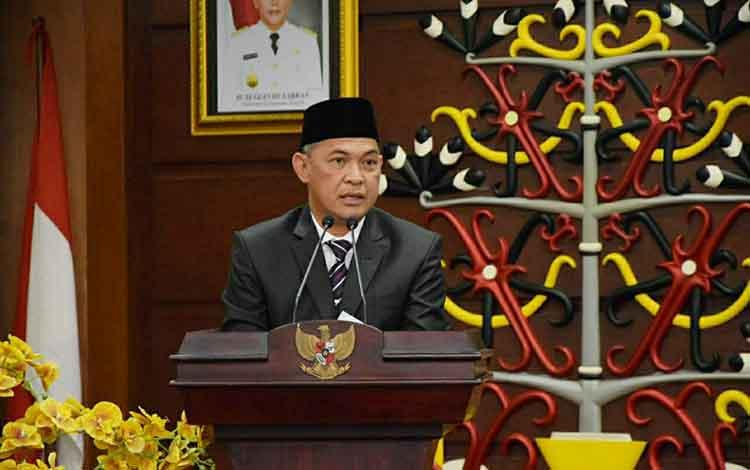 Sekretaris Daerah Provinsi Kalteng Fahrizal Fitri saat memberikan sambutan usai pelantikan Kepala BKKBN Kalteng, Senin, 20 Januari 2020.