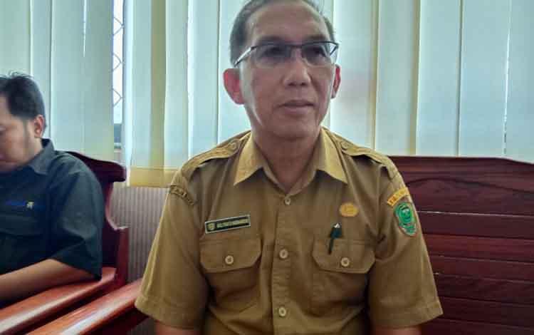 KETERANGAN: Kepala Dinkes Kabupaten Pulang Pisau, dr Muliyanto Budihardjo memberikan klarifikasi terkait Yovanka, anak usia 7 tahun yang meninggal diduga akibat tertular virus langka, Senin, 20 Januari 2020.