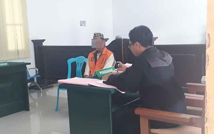 Simpan sabu didalam salon, Seorang Supir bernama Samidi Ini, mengatakan itu milik temannya, saat jalani Persidangan di Pengadilan Negeri Pangkalan Bun, Selasa, 21 Januari 2020.