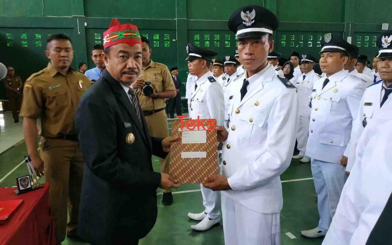 Bupati Seruyan, Yulhaidir melantik penjabat kepala desa, Selasa, 21 Januari 2020.
