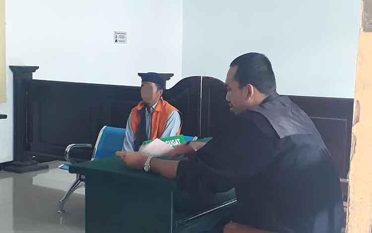 Terdakwa kurir sabu Ju dengan upah Rp 70 ribu, diadili di Pengadilan Negeri Pangkalan Bun, Rabu, 22 Januari 2020.