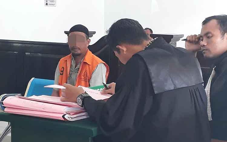 Terdakwa AM dituntut penjara 6 tahun di Pengadilan Negeri Pangkalan Bun, Rabu, 22 Januari 2020.