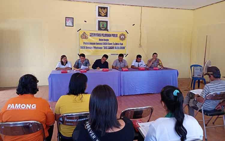 Polres Barito Timur bekerja sama dengan Pemerintah Desa Jaweten menggelar sosialisasi pembuatan SKCK melalui WhatsApp