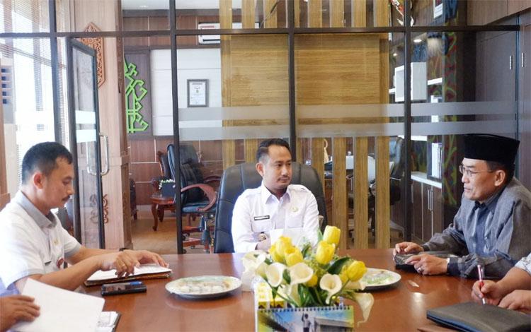 Wali Kota Palangka Raya Fairid Naparin menerima audensi IAIN dan Tandak Intan Kaharingan