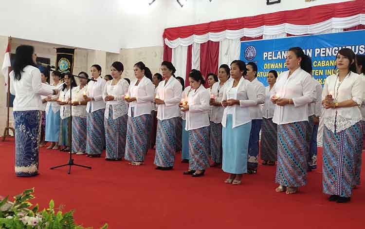 Pelantikan kepengurusan Persatuan Wanita Kristen Indonesia (PWKI) Sukamara periode 2019 - 2024, Jumat, 24 Januari 2020.