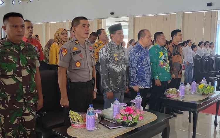 pelaksanaan pelantikan kepengurusan DPC PWKI Kabupaten Sukamara di aula kantor bupati setempat.