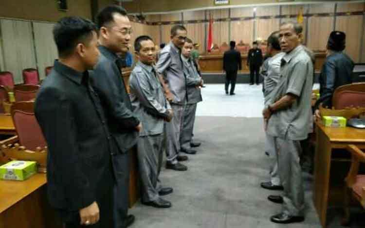 Rapat di DPRD Kotim.