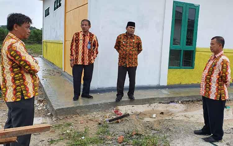 Wabup Kobar Ahmadi Riansyah meninjau pembangunan Rumah Sakit di Kecamatan Kolam, dan pembangunannya akan segera dilanjutkan.