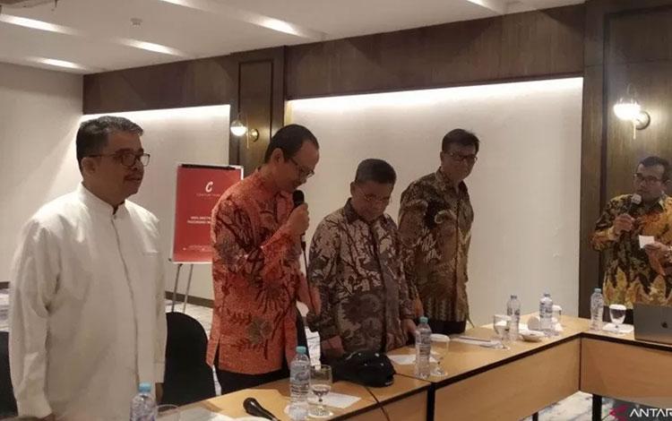Pelaksana Tugas Dirjen Dikti Prof Nizam dan pejabat terkait menyampaikan keterangan pada peluncuran