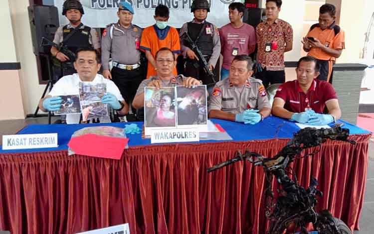 Polres Pulang Pisau saat konferensi pers kasus pembunuhan ibu kandung, Jumat, 24 Januari 2020.